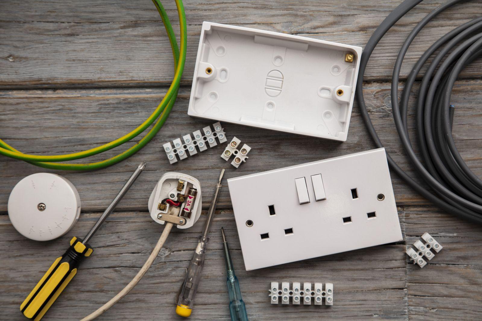 Electrician equipment for installing plug socket